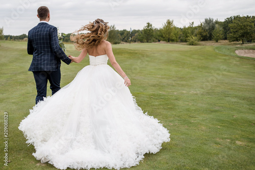 Stupendous Full Length Body Portrait Of Young Bride And Groom Running Download Free Architecture Designs Scobabritishbridgeorg
