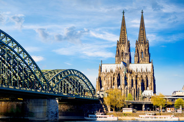 Printed kitchen splashbacks Historical buildings Cologne Cathedral in bright sunshine