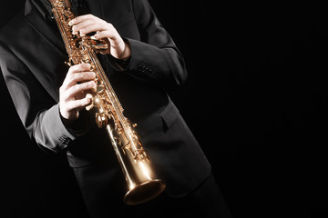 In de dag Muziek Saxophone player. Saxophonist playing soprano sax jazz music instrument.