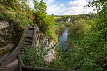 Teufelsbrücke mit Blick auf die Donau