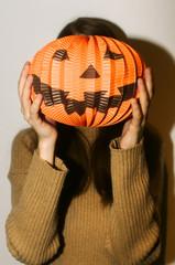 Hold halloween pumpkin