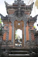 バリ島の割れ門とガネーシャ