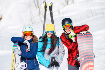 Photo of sports women and men with snowboard on vacation