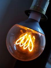 Glühbirne Erleuchtung mit Elektrizität