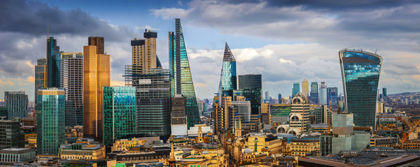 Printed kitchen splashbacks London London, England - Panoramic skyline view of Bank and Canary Wharf, central London's leading financial districts with famous skyscrapers and other landmarks at golden hour sunset