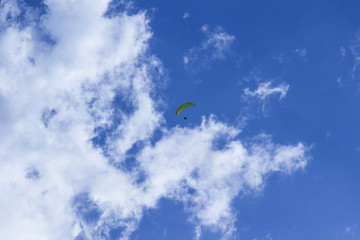 Foto op Aluminium Luchtsport Skydiver against the blue sky and white clouds