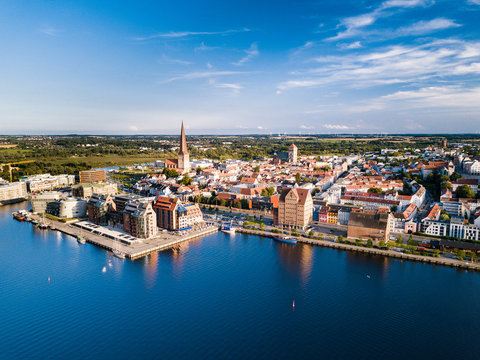 Stadthafen Rostock mit Speichern