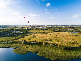 Heißluftballons an der Warnow über Rostock Gehlsdorf