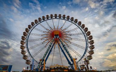 Riesenrad auf dem Oktoberfest Wiesn fahrgeschäft fahrgeschäfte theresienwiese