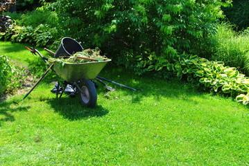 Obraz Praca w ogrodzie - fototapety do salonu