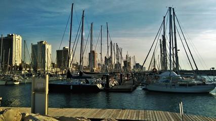 яхты на причале Тель-Авива