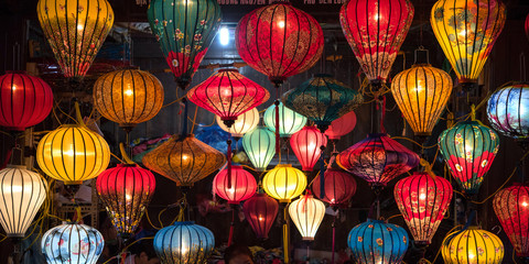 Illuminated colorful lanterns in Hoi An, Vietnam ホイアンのカラフルな提灯