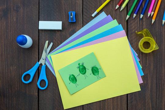 Materiales de papelería para manualidades