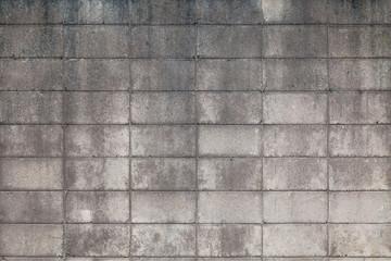 汚れたコンクリートのブロック塀