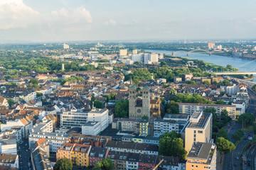 Blick auf die Stadt Köln und den Rhein von oben