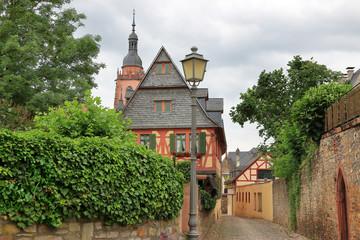 Fachwerkhaus und Gasse in Eltville am Rhein