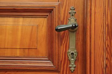 clenche de porte ancienne en bois