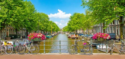 Foto auf Leinwand Amsterdam Schönes Amsterdam im Sommer