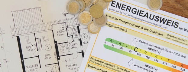 Energieausweis mit Geld Panorama