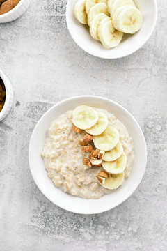 Oatmeal porridge with banana slices and nuts