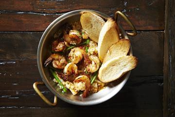 Garlic shrimp with baguette