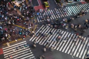 Shibuya Crossing by night - 夜の渋谷 交差点と歩行者2