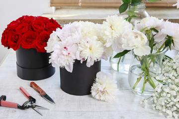 Flower shop: fashionable black flower boxes.