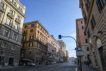 朝のローマの街並み カヴール通り(ローマ、イタリア)