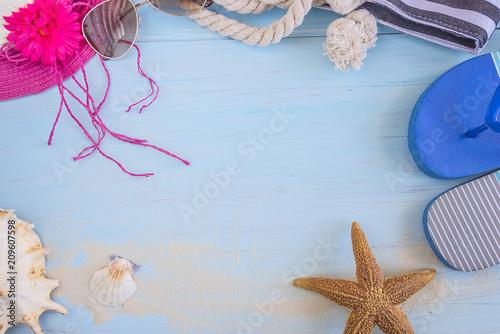 Beach holiday frame with beach hat, bag,flip flops, sunglasses ...