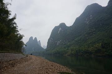 中国桂林で筏下り
