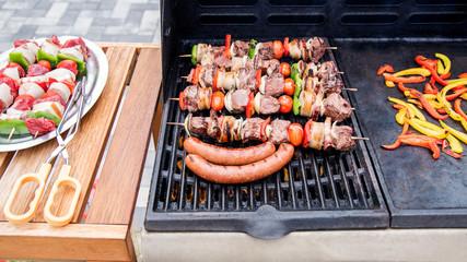 Barbecue en action sur la terrasse