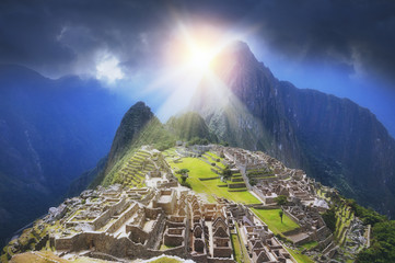 Deurstickers Zuid-Amerika land Golden Sun Rays of Machu Picchu