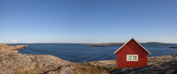 Schärenküste mit Rotem Haus