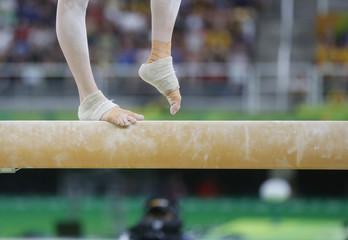 Printed kitchen splashbacks Gymnastics Gymnaste épreuve de la poutre