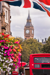 Fototapeten London roten bus Red bus against Big Ben in London, England