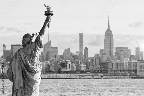 Fotomurales Statue Liberty and  New York city skyline black and white