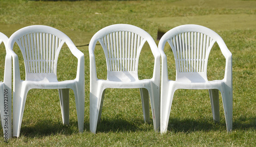 Stuhlreihe Weisse Plastikstuhle Stock Photo And Royalty Free