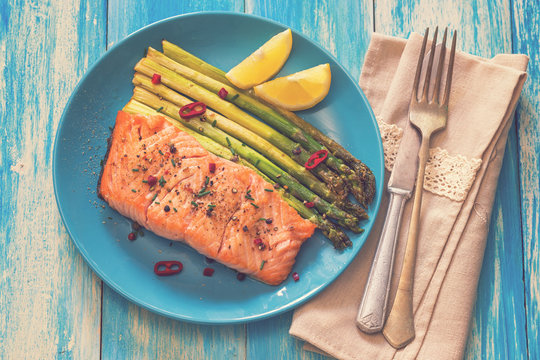 Grilled Salmon Fillet With Asparagus