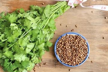 Coriander seeds and fresh