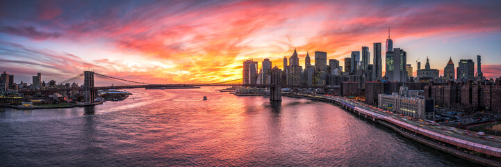 Photo sur Aluminium New York City Manhattan und Brooklyn Bridge Panorama in New York City, USA