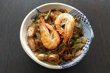 Thai cuisine , Shrimp potted with vermicelli or Baked Prawns With Vermicelli