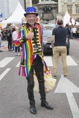 Gay-pride. Rouen 2018. Homme aux couleurs LGBT