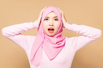 驚くイスラム女性