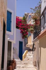Fototapeta Symi, Grecja - romantyczne uliczki obraz