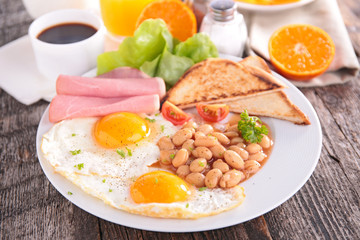 english breakfast with toast, bean and bacon