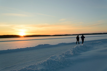 Hiking in skandinavien winter sunset on frozen lake