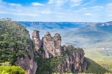 Tuinposter Lavendel The three sisters rock formation in the Blue Mountains, near Sydney Australia
