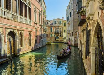 Venezia il canale e la gondola