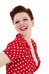 portrait femme pinup rousse et sexy souriante