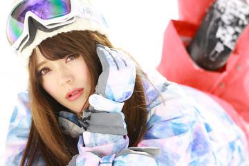 スノーボードウェアの女性